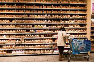 Broodvak gevuld met allerlei soorten broden in een filiaal van Albert Heijn.GVC101201x0526Foto: Goos van der Veen/Hollandse Hoogte